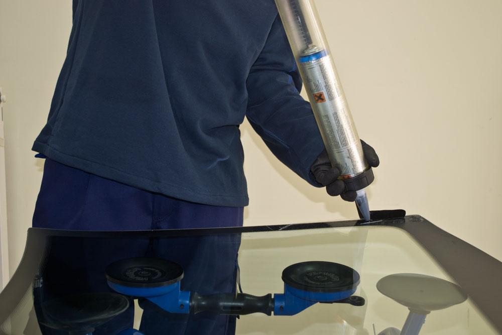 Lepljenje reparacija auto stakla